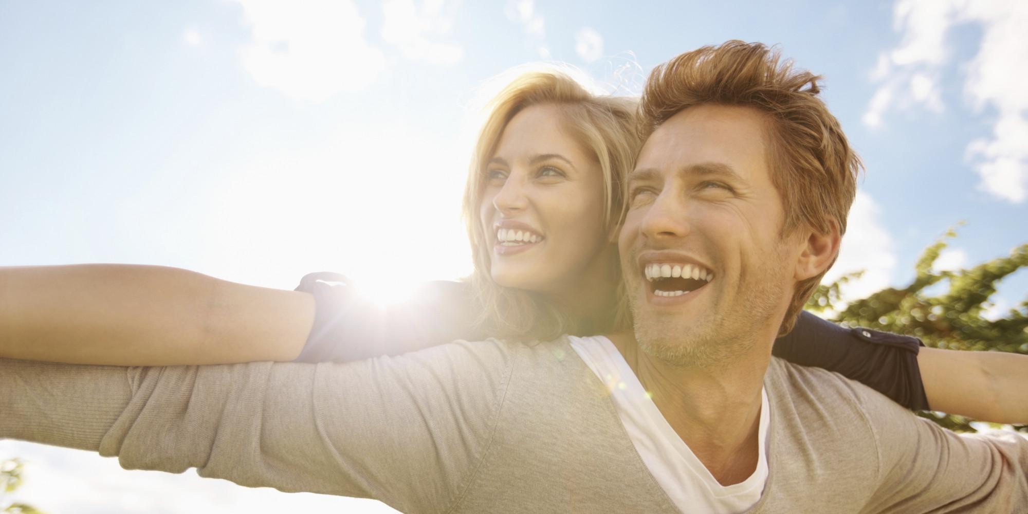 HAPPY-COUPLE-buying-house